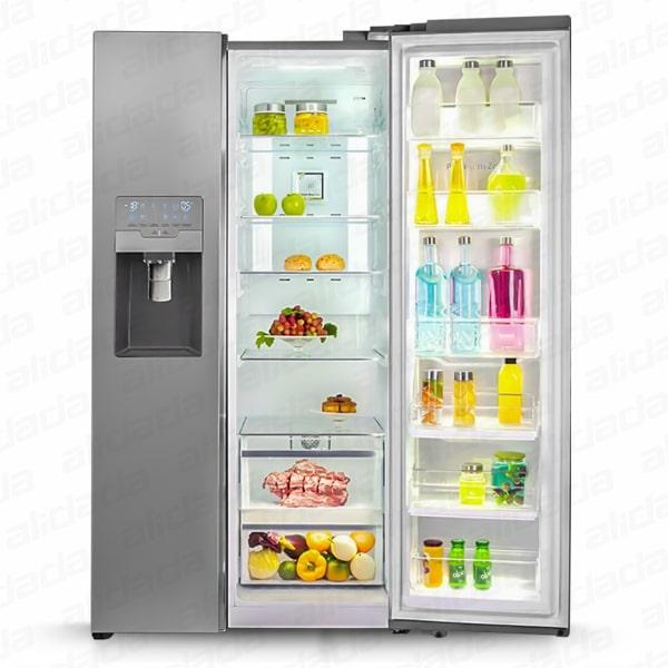 یک درب کامل باز یخچال و فریزر اسنوا مدل S8-3350ی رنگ تیتانیوم